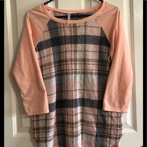 EUC Women's top my story peach blue large